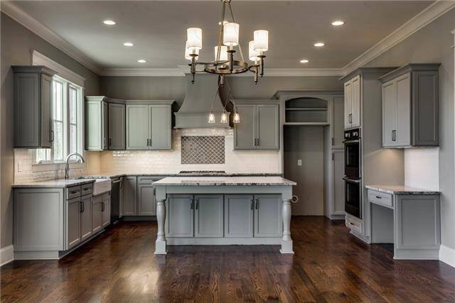 Light Gray Deluxe Kitchen